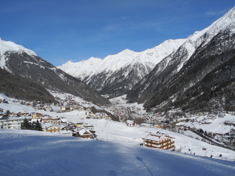 View of the village of Sölden from the piste №8