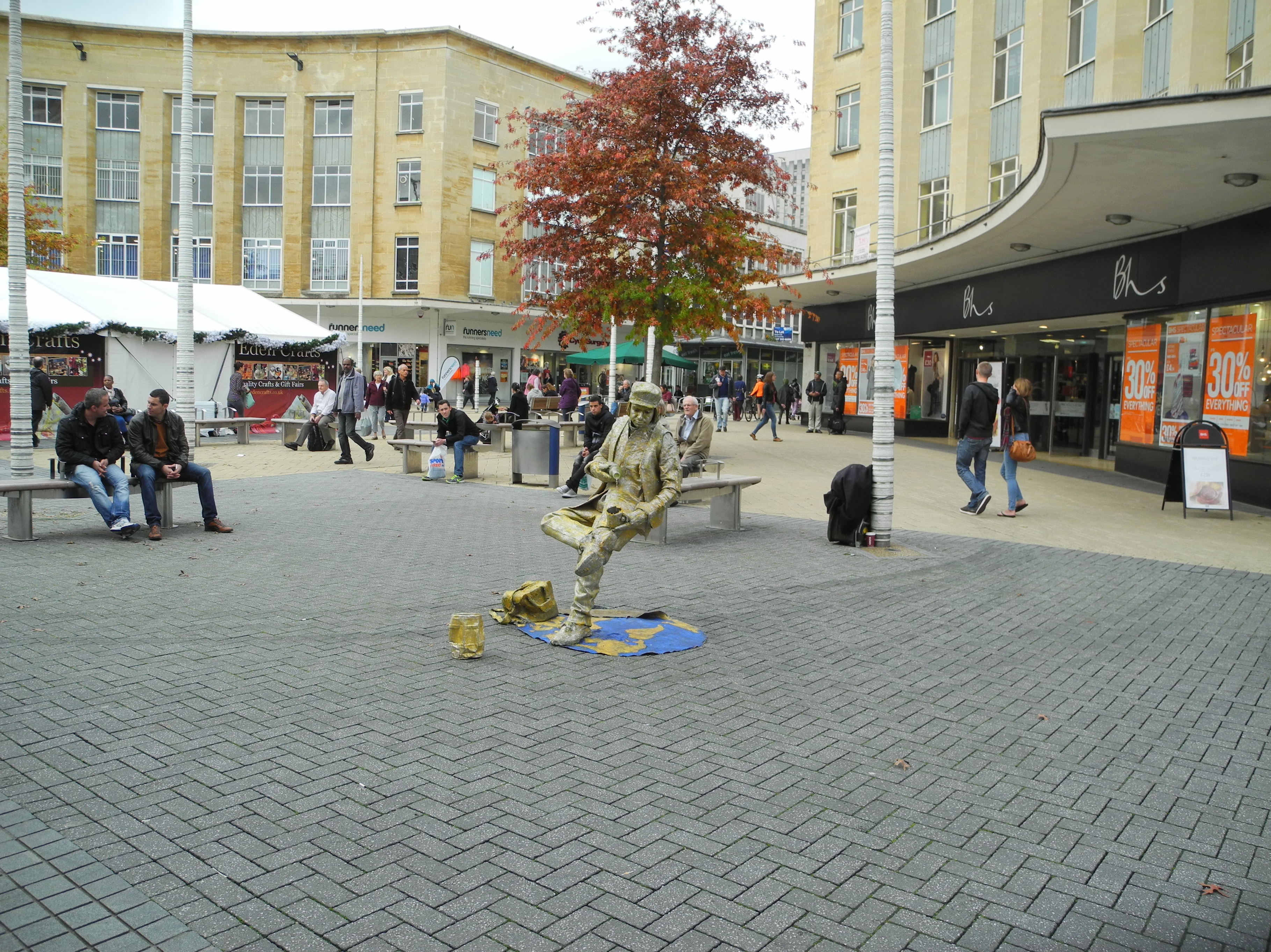 Living statue in the center of Bristol